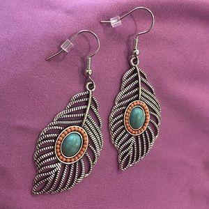 Boho Leaf Fashion Earrings NWT